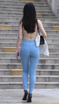 (套图一)紧身牛仔裤小姐姐 (344P)[7.68G/JPG]