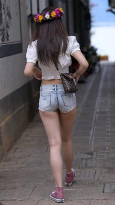 (套图一)漂亮的热裤女孩(240P)[5.5G/JPG]