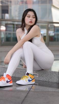 (视频)白色连体紧身裤女孩 [5.94G/MP4]