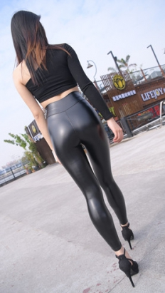 (套图一)皮裤紧身小姐姐(385P)[8.72G/JPG]