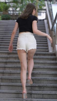 (套图二)白色热裤月牙美女(542P)[9.2G/JPG]