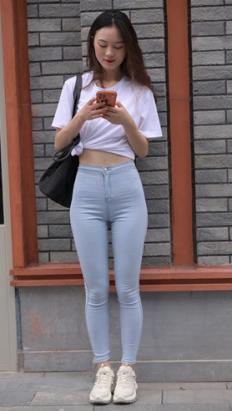 (视频)漂亮的牛仔紧身裤小姐姐[9.12G/MP4]
