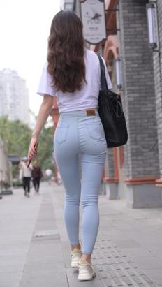 (套图一)漂亮的牛仔紧身裤小姐姐(440P)[7.74G/JPG]