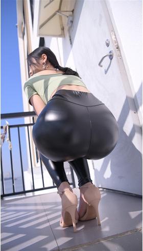 魔镜街拍 (套图二)黑色紧身皮裤小姐姐(457P)[9.02G/JPG]封面图片