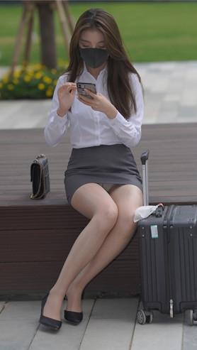 魔镜街拍 (套图)漂亮的肉丝美女(385P)[4.06G/JPG]封面图片